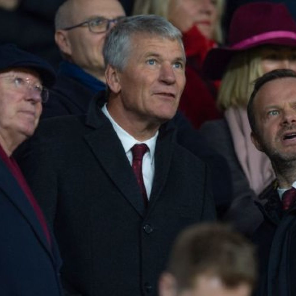 Woodward issues transfer warning to Man Utd supporters