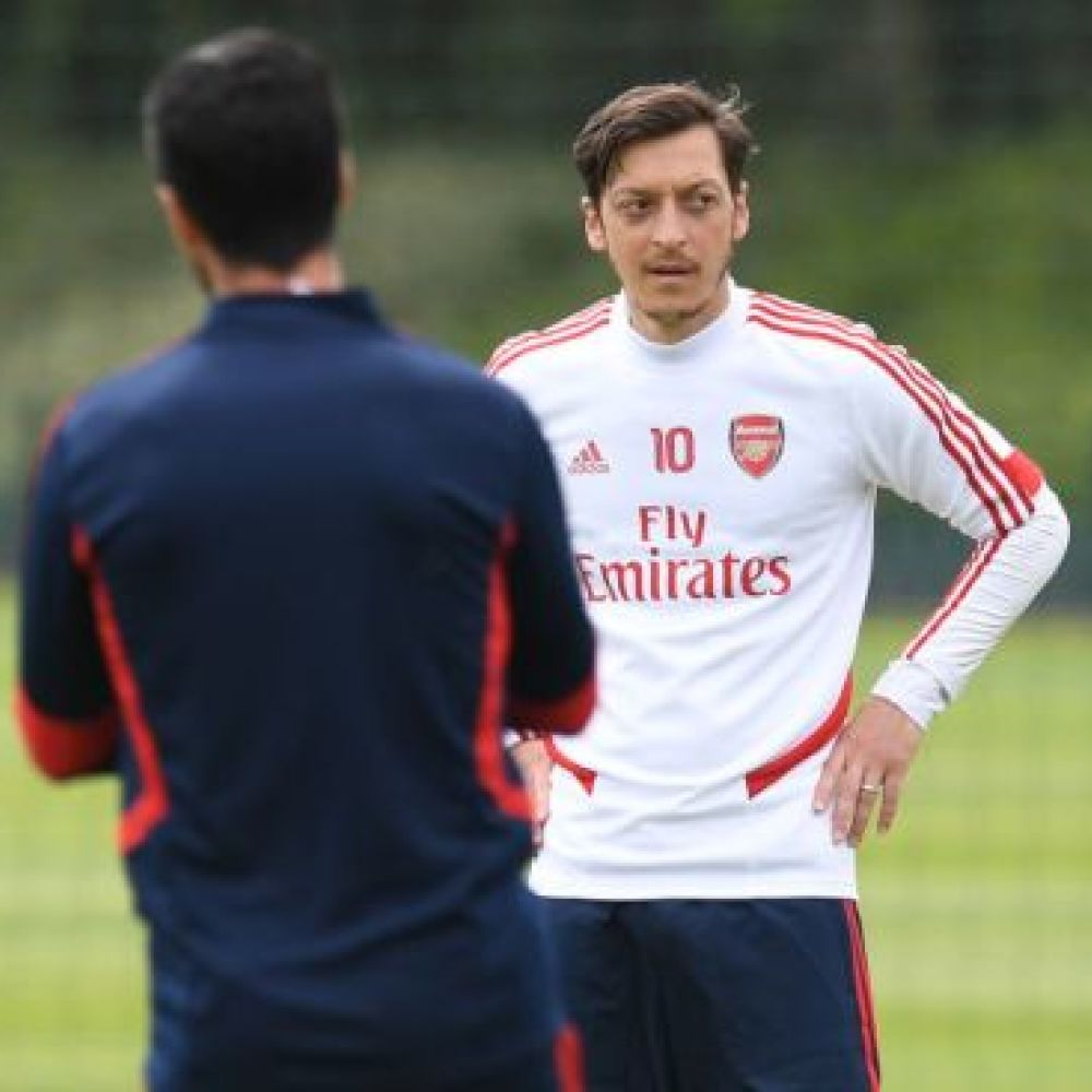 Arteta offers fresh hope to Arsenal outcast Mesut Ozil